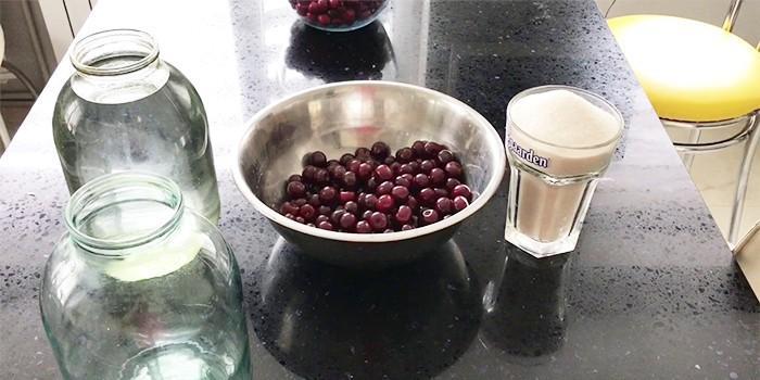 Ингредиенты для вишневой наливки