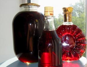 бутылки с ягодным ликером