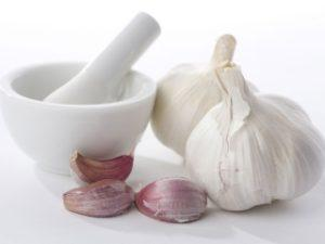 Настойка чеснока полезна для сосудов.