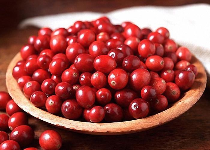 Спелые или замороженные ягоды клюквы для настойки