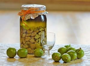 настойка на молочных грецких орехах