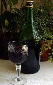 бутылка смородиновой настойки