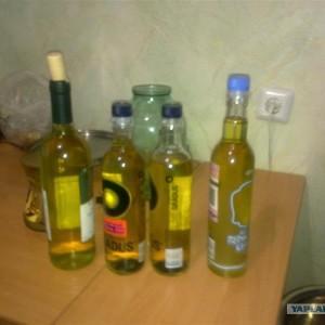 бутылки для самогона на столе