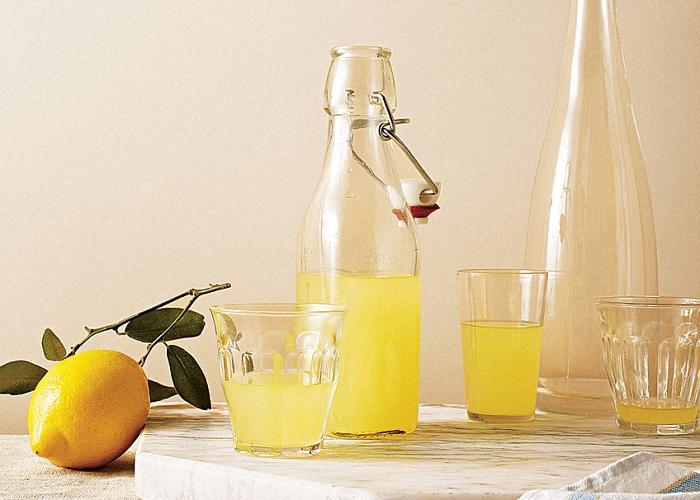 Настойку из лимона на спирту можно пробовать