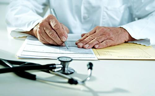 Доктор пишет инструкцию