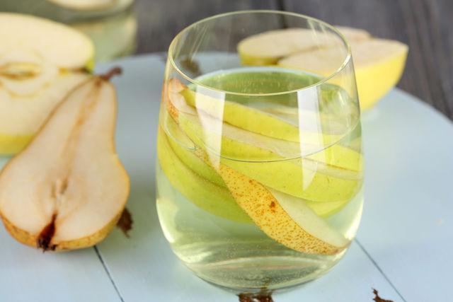 Интересный вариант настойки из яблок и груш