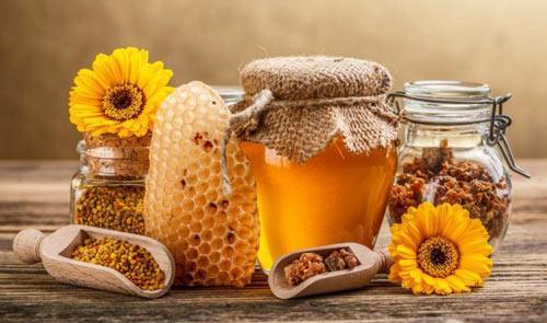 Готовая лечебная настойка на пчелином клее.