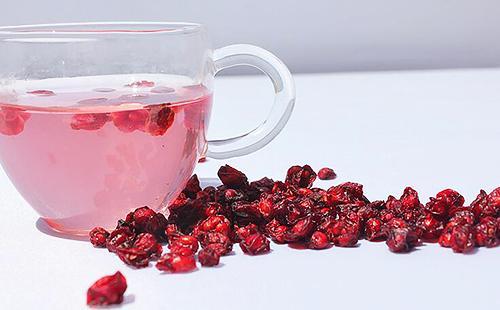 Водный настой из сушёных красных плодов