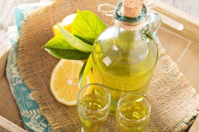 Классическая лимонная спиртовая настойка считается десертным алкогольным напитком