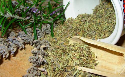 Травяная смесь с полынью
