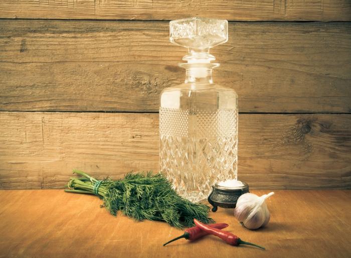 бутылка с настойкой из чеснока