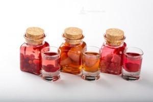настойки в миниатюрных бутыльках